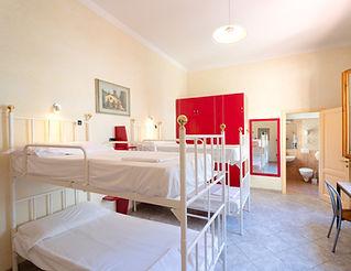 habitación compartida de 6 camas