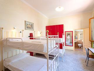 宿舍间的1张床位