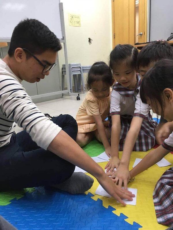 dennis-having-activity-with-the-kids.jpg