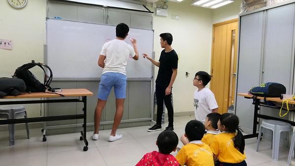 genus-youth-volunteers-teaching-the-kids