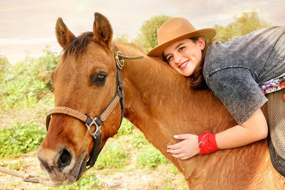 צילומי בוק בת מצווה עם סוסים
