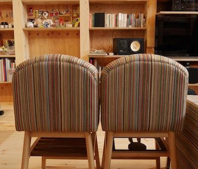 オーダー家具がはえる、写真アトリエ併用の狭小住宅