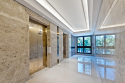 RIVESTIMENT IN MARMO HOTEL HALL