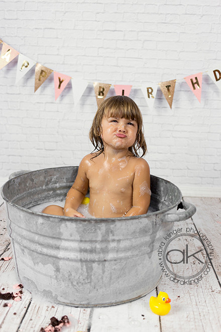 Funny faces in the bath