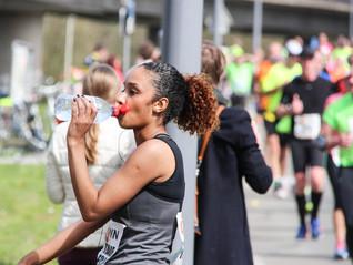 El arte de hidratarte mientras estás corriendo