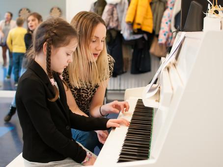 Zajęcia dodatkowe dla dzieci: zabieranie dzieciństwa czy rozwijanie pasji i umiejętności?