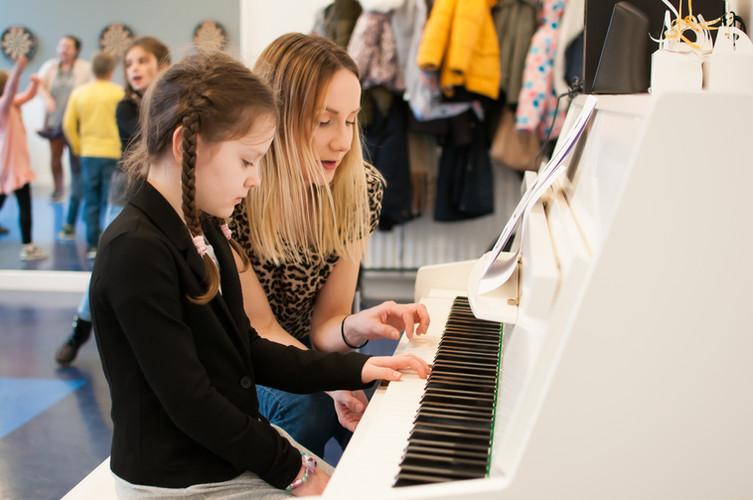 Lekcje pianina.jpg