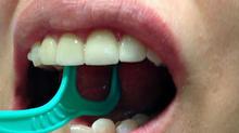 """Постановка звука """"Р""""                                       с помощью зубной нити"""