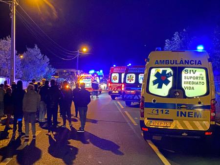 Ambulâncias de socorro ficam demasiado tempo retidas no Hospital de Guimarães.
