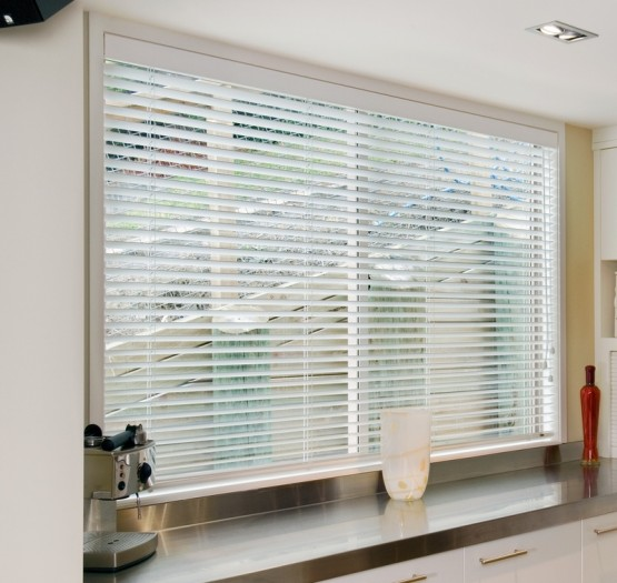 Timber-Venetian-Blind-2-555x525