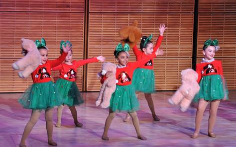 17a ItalXmas16 Child Dancers.jpg