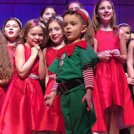 ciimost adorable with elf and kids 2018.