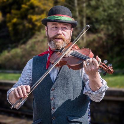 Fiddler on the platform