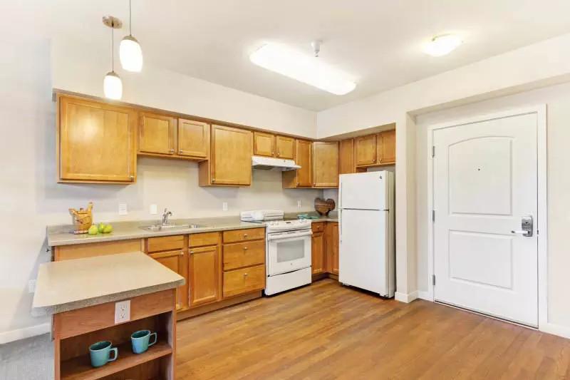 pg-kitchen-at-senior-living-in-ca.jpg