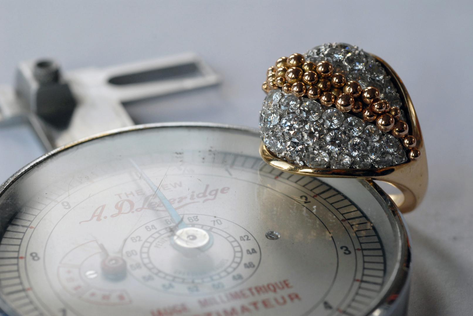 Bague en or jaune 18 carats et diamants blancs
