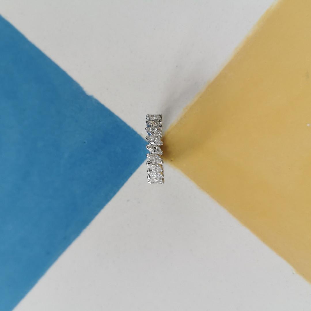 Alliance tour complet sertie de diamants navettes