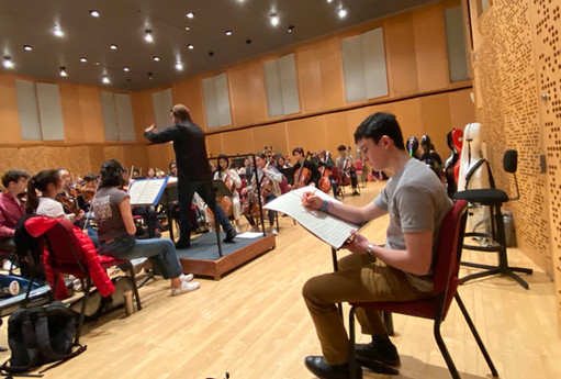 """Rehearsing """"Hyperactivity"""" with the Juilliard Pre-College Symphony for the premiere. (November 2019)"""