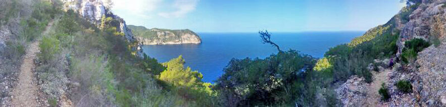 Ku retreats in Ibiza, Spain. A walking route in beautiful nature surroundings