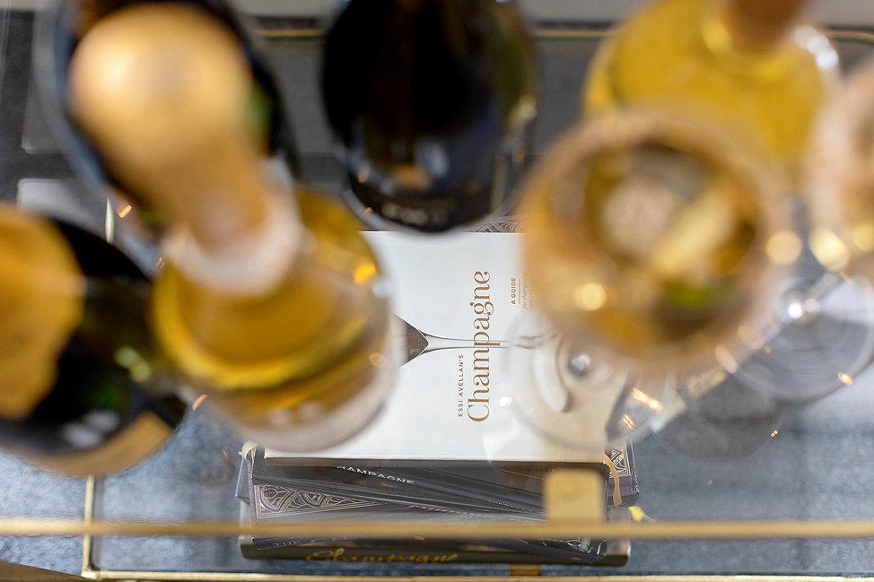 NLF - champagneboek en champagneflessen.