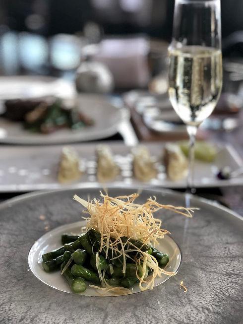 Champagne met sushi compressed.jpg