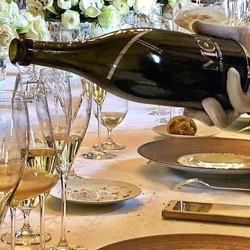 Champagne inschenken restaurant Moët et