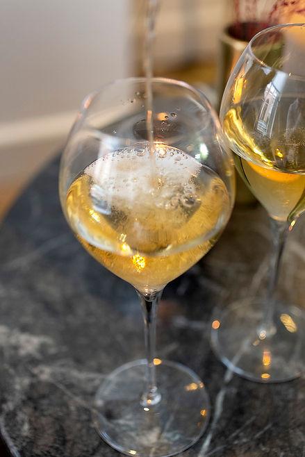 NLF - champagne inschenken in glas.jpg