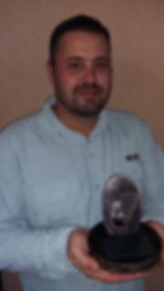 Felipe com trofeu.jpg