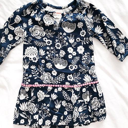שמלה כחולה עם איורים
