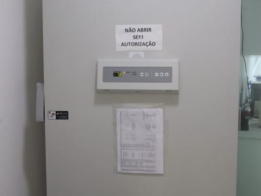Ultrafreezers são instalados para receber doses da vacina Pfizer em Floripa