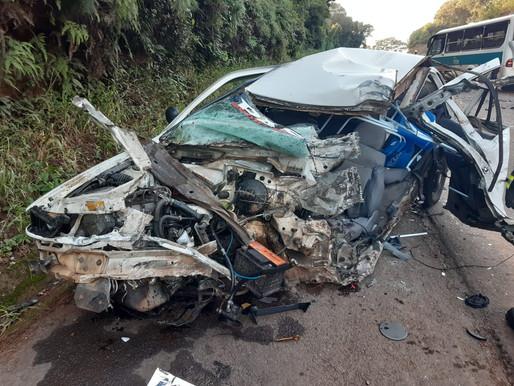 Acidente entre carro e micro-ônibus deixa um morto em Cunha Porã