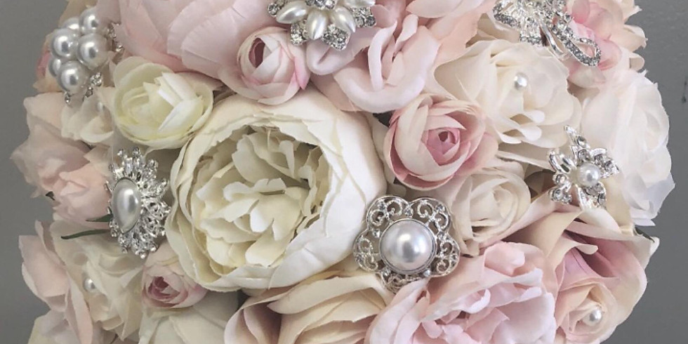 Create a bouquet with a little Rose'