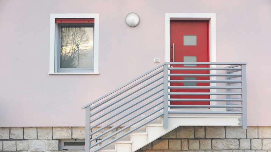 Parapetto scala e pianerottolo ingresso in alluminio