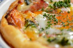 イタリア料理パイ生地ピザ ビスマルク