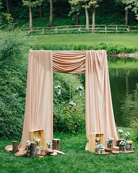 Wedding decorations and arch. Jars with