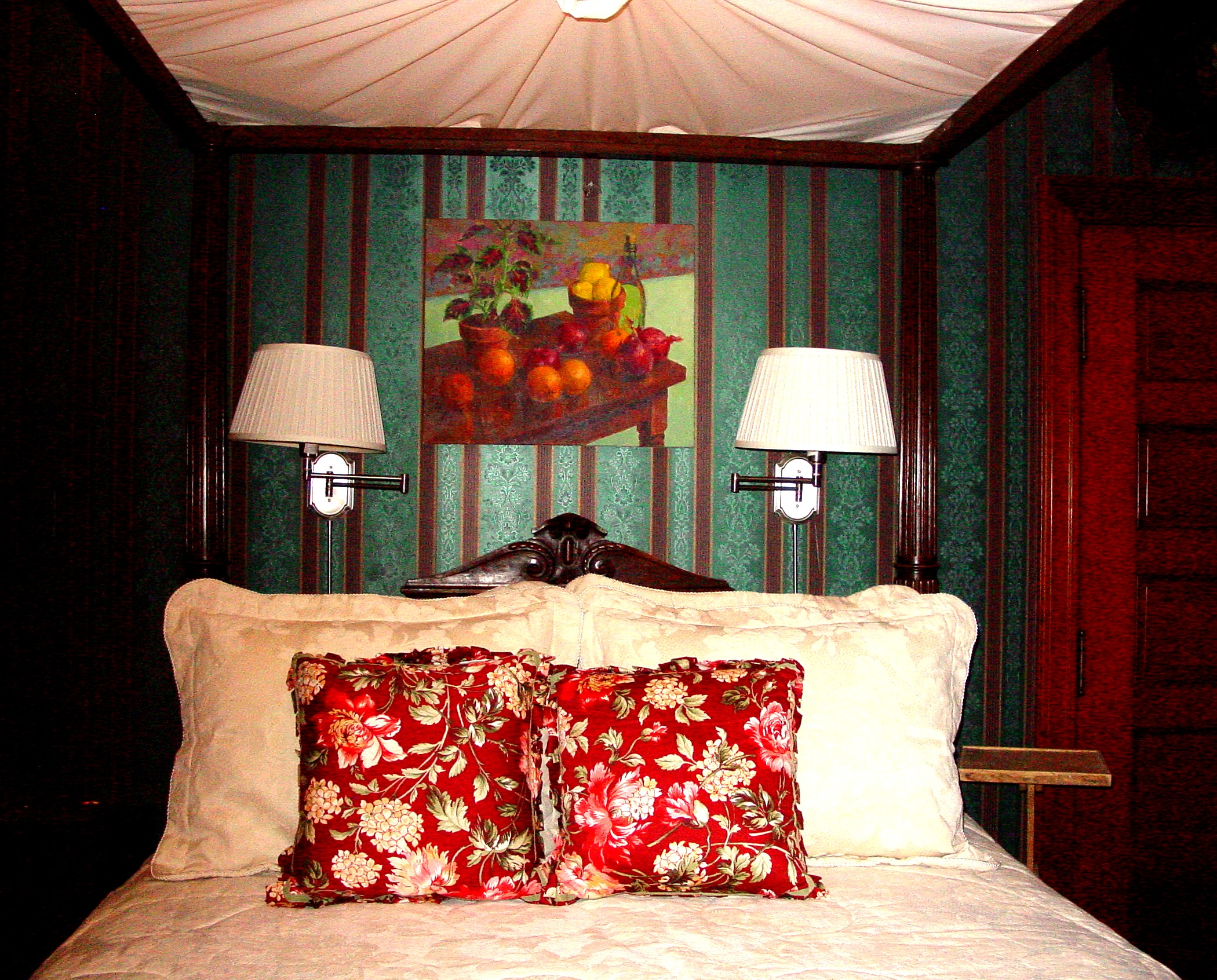 DEMPSEY SUITE Bedroom Four Poster
