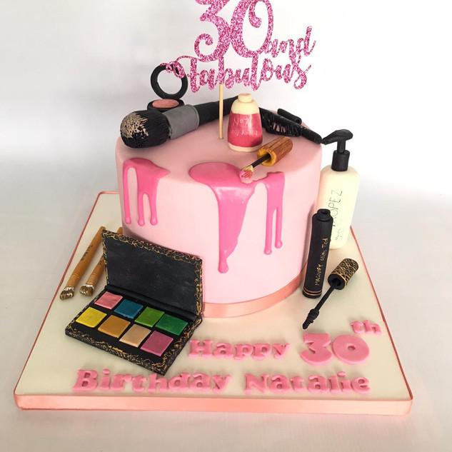 MakeUp cake.jpg