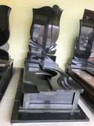 Опис розмір пам`ятники  Основа фундамент 205*105 Висота пам`ятника 200 Розмір стелла 120*60*8 Монтаж та художня робота  входить в ціну Матеріал граніт габро+маславка Ціна-44000грн Розтермінування на 6 платежів