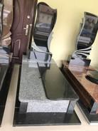 Опис розмір пам`ятники  Основа фундамент 195*95 Висота пам`ятника 175см Розмір стелла 110*50*8 Монтаж та художня робота  входить в ціну Матеріал граніт габро+покостівка Ціна-27000грн Розтермінування на 6 платежів