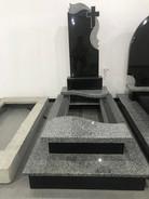 Основа фундамент 205*105 Висота пам`ятника 175см Розмір стелли 110*50*8 Монтаж та художня робота входить в ціну Матеріал граніт Габро+покостівка Ціна-22000грн Розтермінування на 6 платежів