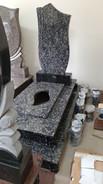 Основа фундамент 205*105 Висота пам`ятника 185см Розмір стелли 120*60*8 Монтаж та художня робота входить в ціну Матеріал граніт Леопард Ціна-26000грн Розтермінування на 6 платежів