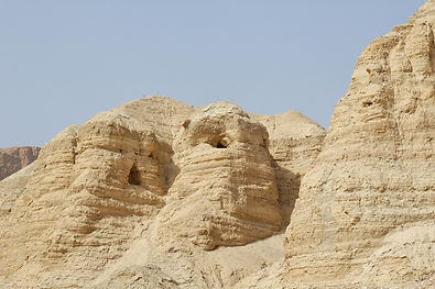 Qumran Cave 4 from below, tb022806307.jp