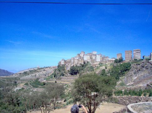 Un village perché dans la montagne yéménite aux environs de Manâkha, à l'ouest de Sanaa.