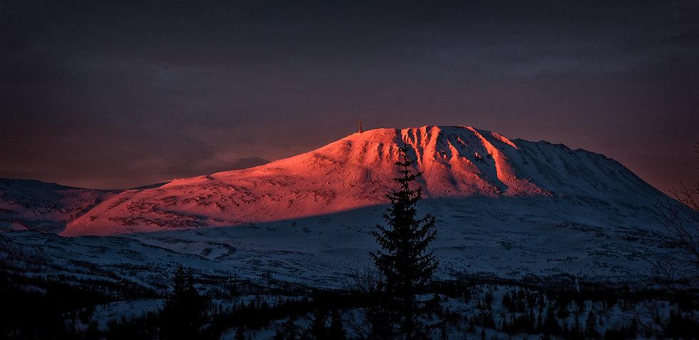 sunrise-on-gaustatoppen-norway-PJBA4S5.j