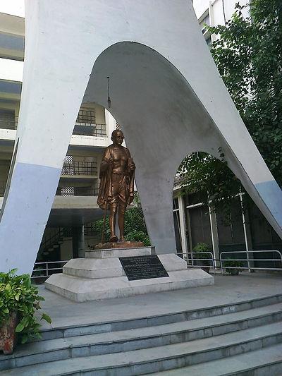 gandhi statue in gandhi bhawan lucknow.j