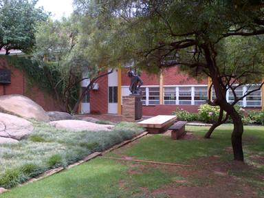 Oranje Meisieskool, Memorial Garden