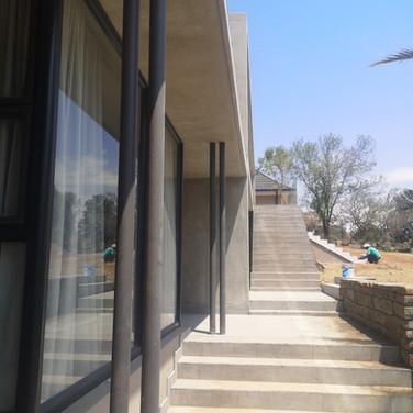 Entrance with guest suite left_
