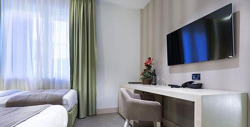 hotel-tv.jpg
