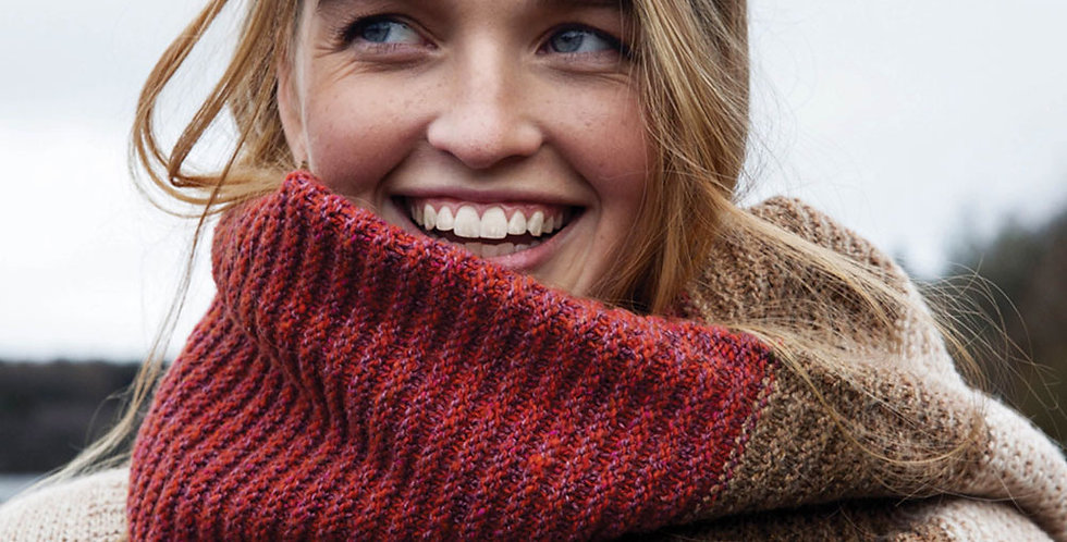 L'écharpe oversize Angie - Nuance de rouge et crème