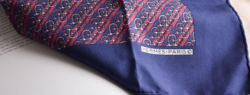 Le foulard gavroche vintage rose et bleu signature Hermès.
