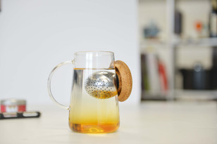 Oh!T Glass Tea Cup, the Magnetic Tea Infuser Adjusts for Your Taste